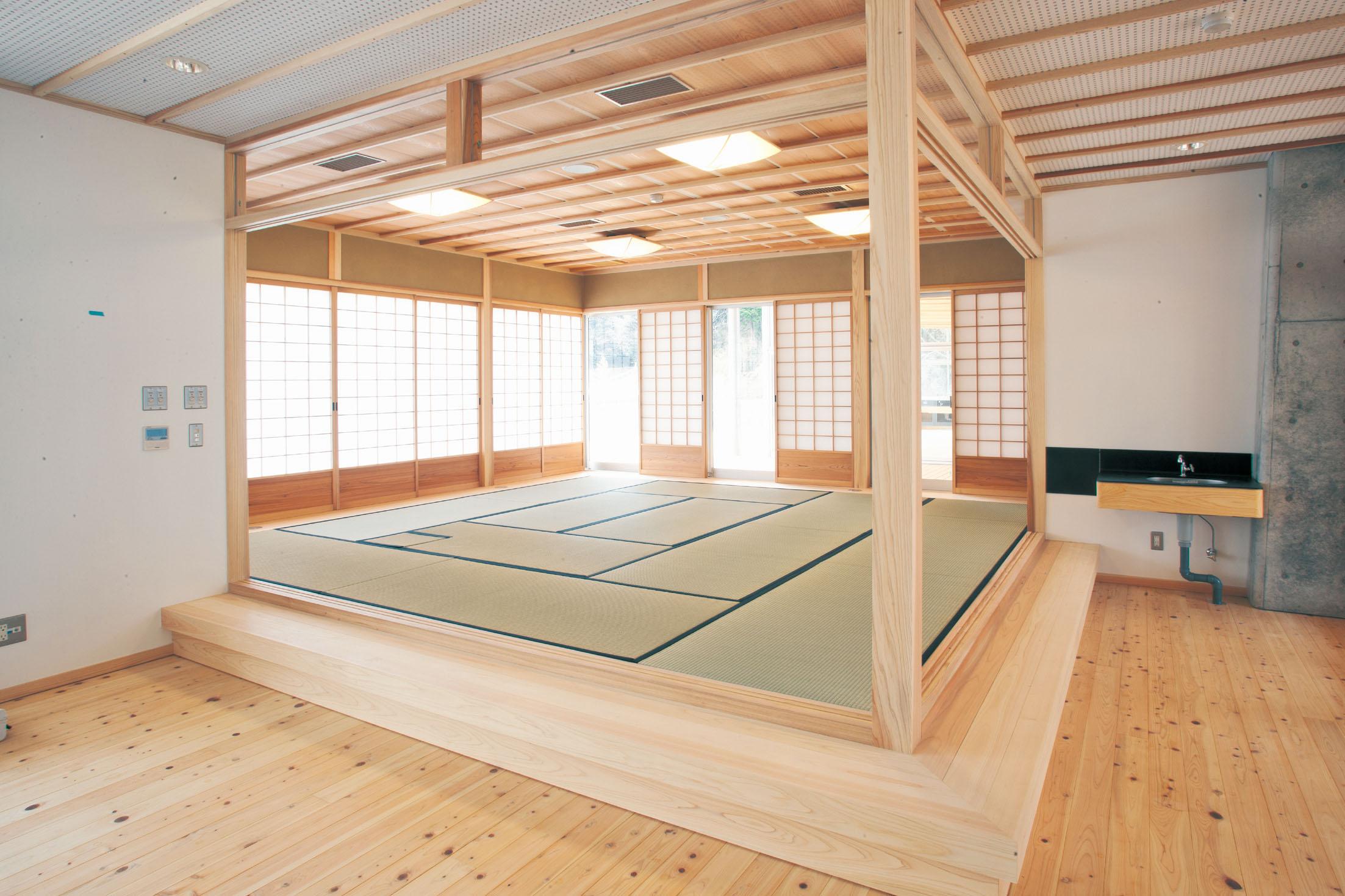 学校施設内に設けた和室。敷居・鴨居で和の空間が仕切られています