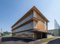 【CLTで建設された高知学園大学】