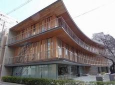 【大阪仲買会館 1時間の耐火性能をもち4階建ての木造建築も可能な「燃エンウッド(モエンウッド)」を採用しています】