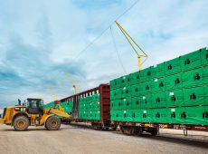 【米国市場へ貨車輸送されるSPF製材 ケベック州】