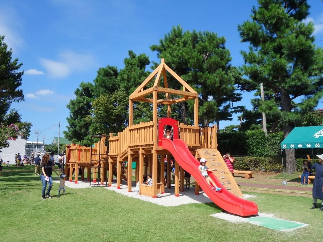 【国産材を使った木製公園遊具】